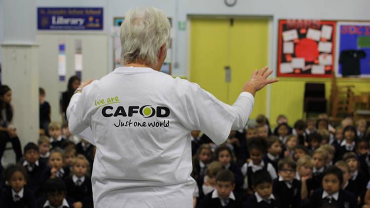 UK-education-volunteer-in-school_opt_fullstory_large